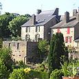 Maisons aux abords du Château de Lassay